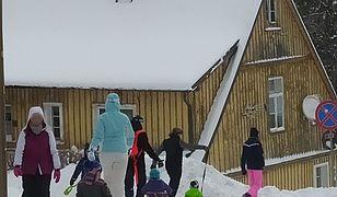 """Ferie 2021. Tłumy turystów w Szklarskiej Porębie. """"Gotówka do ręki i wszyscy zadowoleni"""""""