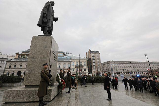 11 listopada. Początek obchodów Święta Niepodległości. Prezydent złożył kwiaty przed pomnikami Ojców Niepodległości