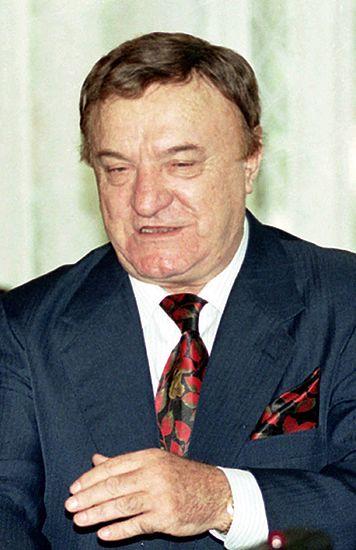 Biznesmen żąda 1,9 mln m.in. od Michnika i wiceszefa MSZ