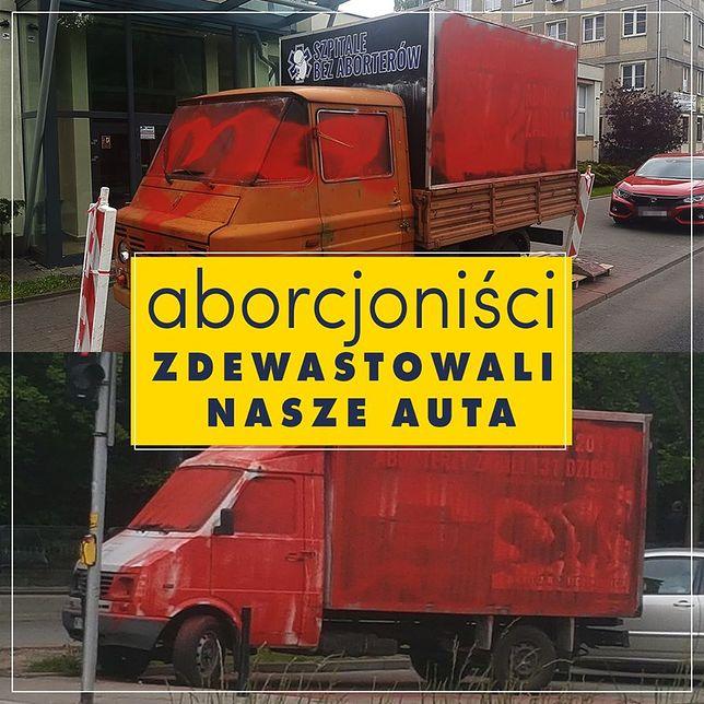 Warszawa. Antyaborcyjne furgonetki zamazane farbą