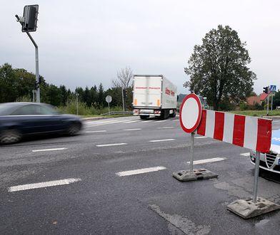 Namysłów. Droga krajowa nr 39 jest nieprzejezdna. Policja wyznaczyła objazdy (zdj. ilustracyjne)