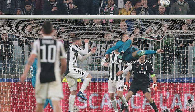3ad103bc90219 Getty Images / Na zdjęciu: Cristiano Ronaldo strzelający gola przewrotką z  Juventusem