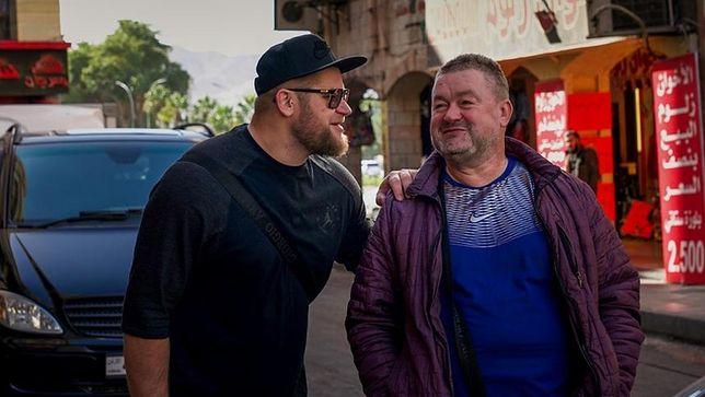 """""""Starsza pani musi fiknąć"""". Paweł Fajdek z tatą."""