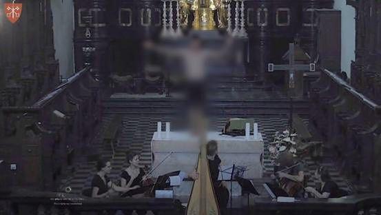 Małopolska. Mężczyzna wszedł na ołtarz w opactwie benedyktynów (Tyniec.TV)