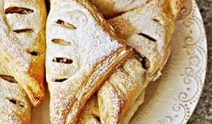Rożki francuskie z jabłkami, krówką i bananem. Słodka przekąska w kilka chwil