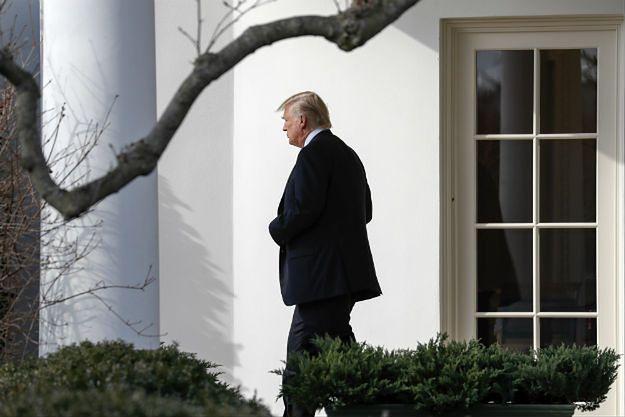 Donald Trump przed Białym Domem