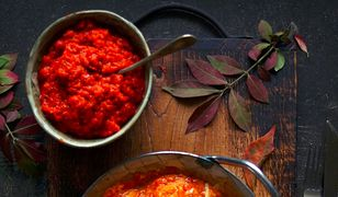 Jajecznica z czerwoną papryką. Pyszny sposób na pikantne śniadanie