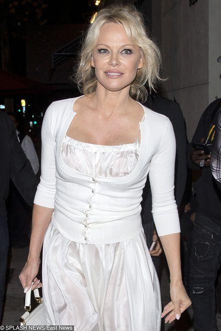 Pamela Anderson wciąż może poszczyć się świetną figurą.