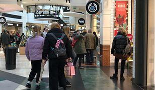 Nie kupują, tylko chodzą po centrach handlowych. Absurdalna propozycja posła PiS: Niech płacą
