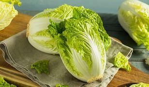 5 powodów, dlaczego warto jeść kapustę pekińską. Takie i wartościowe warzywo