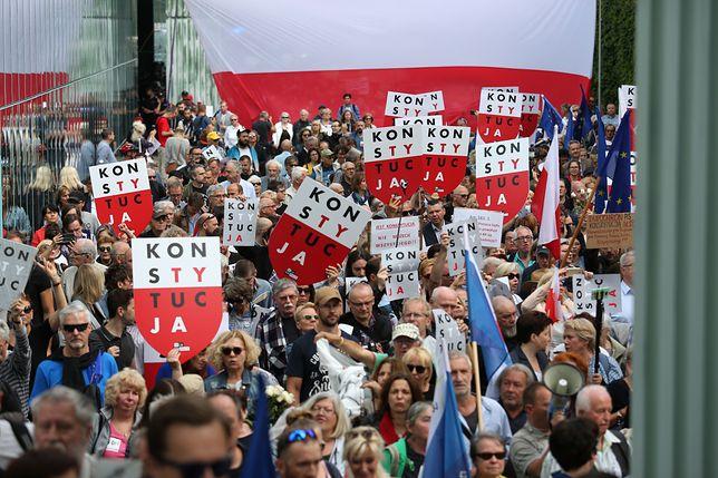 Demonstracja w obronie sądów przed siedzibą Sądu Najwyższego. 4 lipca 2018 roku.