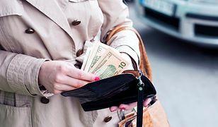 Skórzany portfel to świetny dodatek do klasycznych stylizacji i nie tylko