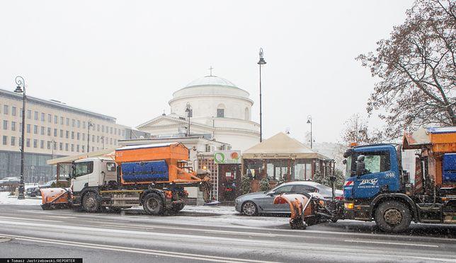Warszawa. Odśnieżanie ulic stolicy w styczniu 2019 r.
