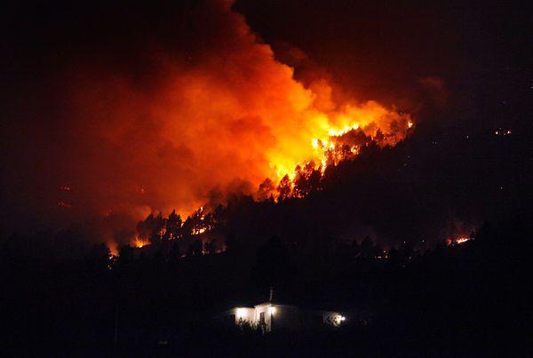 Pożary na Wyspach Kanaryjskich, tysiące osób ewakuowanych