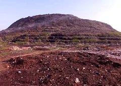 Delhi - góry śmieci na obrzeżach ogromnej metropolii