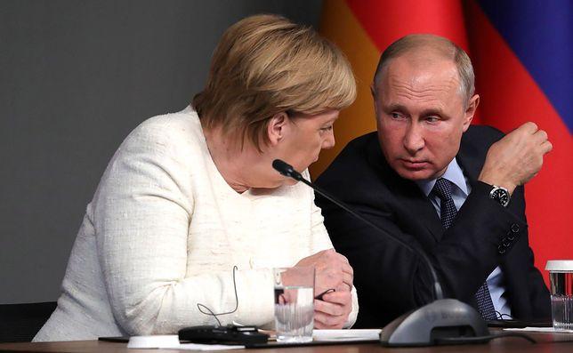 Władimir Putin cieszy się z odejścia Angeli Merkel
