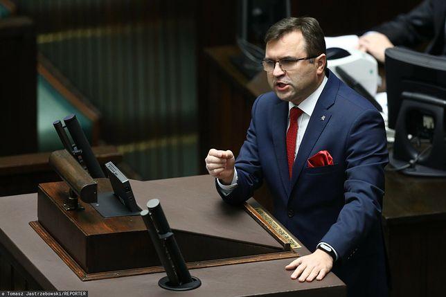 Po aferze ze szczepieniem Zbigniew Girzyński został zawieszony w partii