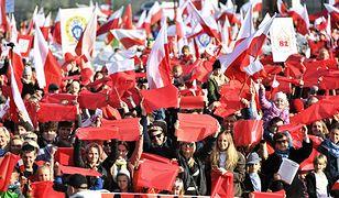 W południe we Wrocławiu przeszła Radosna Parada Niepodległości