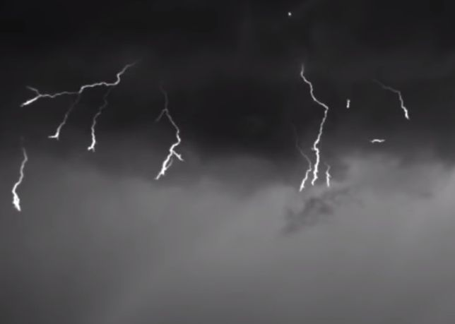 W piątek nad Polską przejdą burze