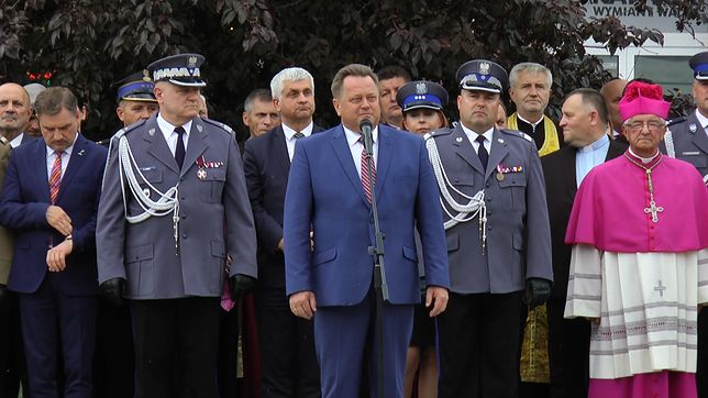 Wiceminister Jarosław Zieliński przemawia podczas Nowenny w Łapach