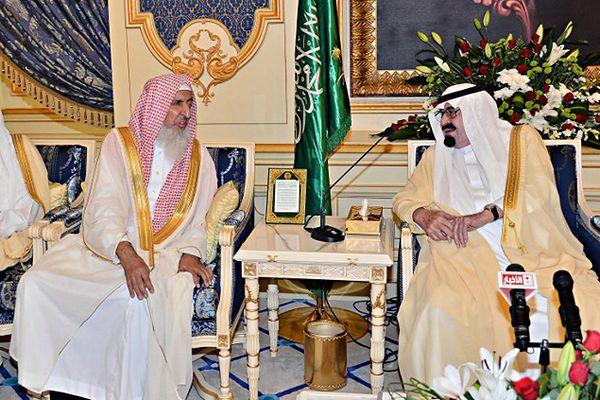 Wielki mufti Abdel Aziz al-Szejk (po lewej) i król Arabii Saudyjskiej Abdullah