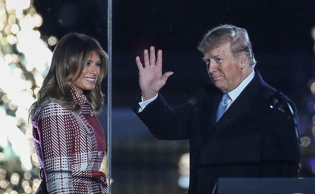 Melania Trump pojawiła się u boku męża i zapaliła świąteczne lampki. Wszyscy patrzyli tylko na nią