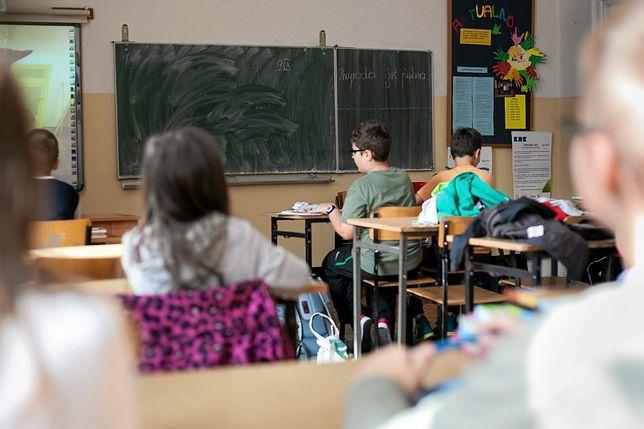 Dyrektorka szkoły w Mielcu miała stworzyć wewnętrzny kodeks etyki. Zakaz w nim jest bardzo dziwny