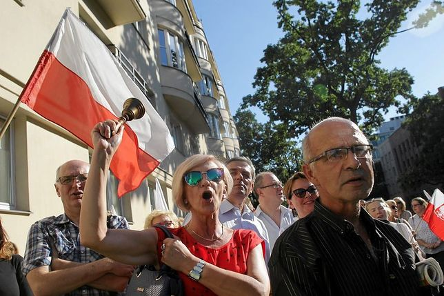 """Protest przed MEN przeciwko likwidacji gimnazjów. """"To destrukcja całego systemu edukacji"""""""