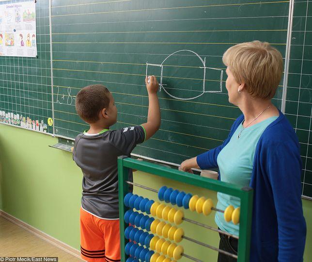W polskim systemie edukacji nie ma limitów ocen, które uczeń może dostać podczas jednej lekcji