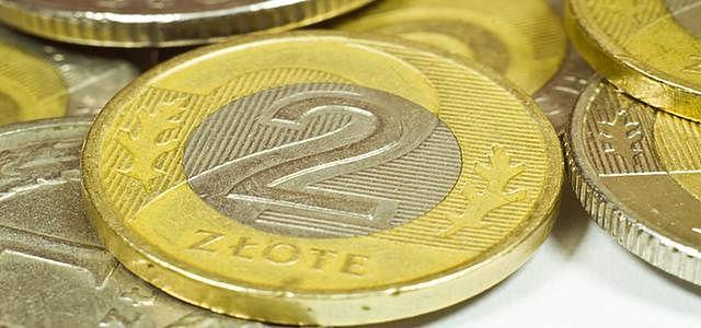 Próby osłabienia złotego, dług stabilny przed inflacją