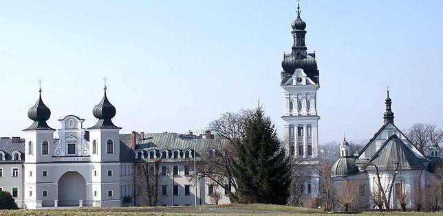 43 księży z koronawirusem. Zarażeni są też organista oraz 14-latek i jego matka