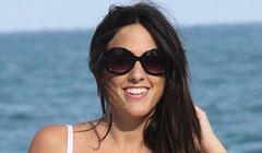 Claudia Romani na plaży