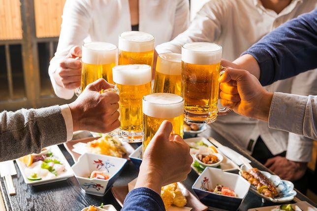 Piwo to napój powstały z fermentacji alkoholowej słodu np. jęczmiennego z dodatkiem wody i chmielu
