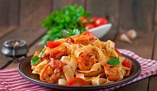 Szybki makaron z pomidorowym sosem