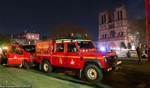Strażacy, gaszący Notre Dame, podejrzani o gwałt na turystce