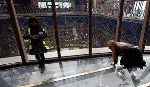 Wieża Eiffla ma szklaną podłogę