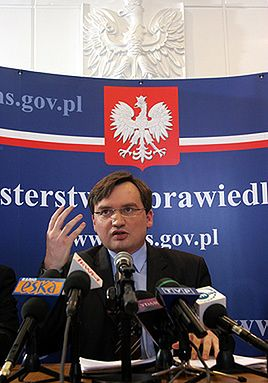 """Ziobro ujawnił akta """"moskiewskiej pożyczki"""" dla PZPR"""