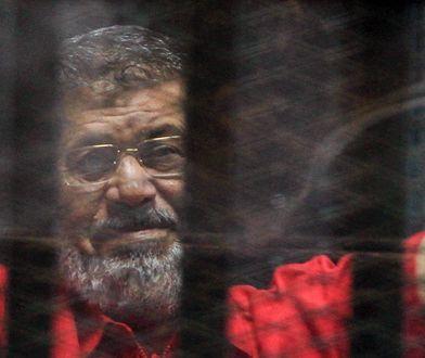 Za kratami zmarł jedyny demokratycznie wybrany prezydent Egiptu. Pochowano go pośpiesznie i po cichu
