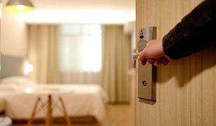 Koronawirus. Otwarte hotele po majówce? Bolesław Piecha studzi zapędy rządu