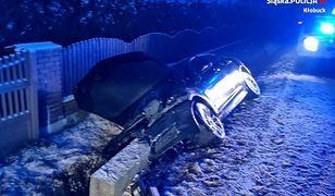 Śląsk. Rajd pijanego kierowcy jaguara w Pacanowie. Kolizja, a potem rów