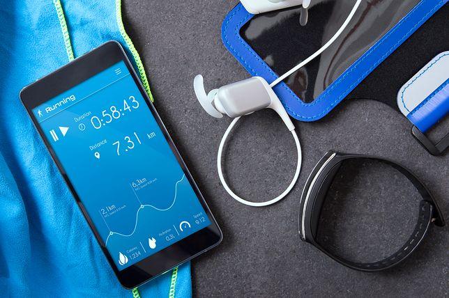 Aplikacje do biegania  ułatwiają pomiar dystansu i spalonych kalorii.