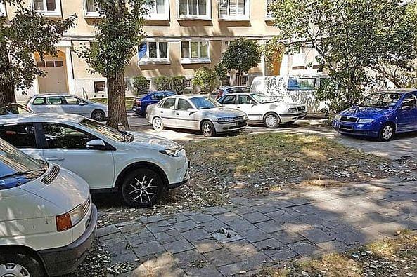 Wrocławskie Forum Osiedlowe zwróciło się do prezydenta Jacka Sutryka o uporządkowanie spraw parkowania we wnętrzach podwórkowych
