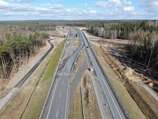 Polacy na półmetku budowy drogi S3 do granicy. Czesi ciągle w lesie