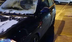 Tak wyglądała szyba samochodu, którym mężczyzna potrącił matkę z córką