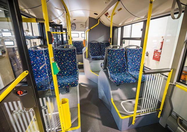 Dlaczego siedzenia w komunikacji miejskiej mają takie wzory?