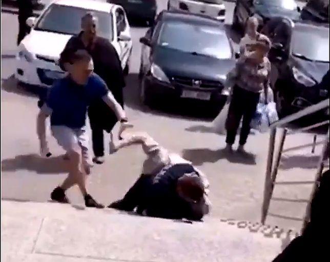 33-latek, który zaatakował nożem policjanta, usłyszał zarzuty