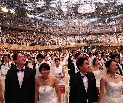 Ceremonia ślubna wyznawców Kościoła Zjednoczoniowego w Korei