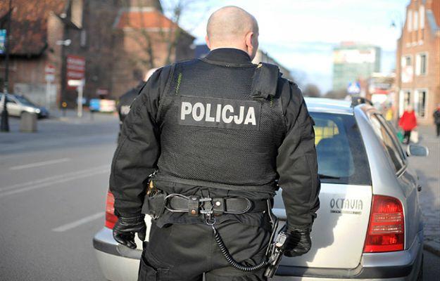 Udawali policjantów, chcieli okraść kantor