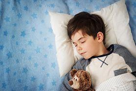 Jak dobrze spać? Zalety zdrowotne spania na lewym boku