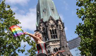 Niemieccy księża wbrew Watykanowi będą błogosławić pary homoseksualne